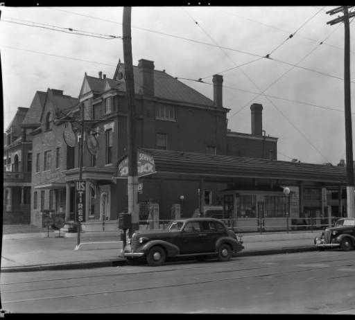gas7  Aetna Oil Service Station, Third and Oak Streets, Louisville, Kentucky, 1940.a.jpg