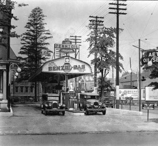 gas7  Aetna Oil Service Station, Third and Oak Streets, Louisville, Kentucky, 1940.b.jpg