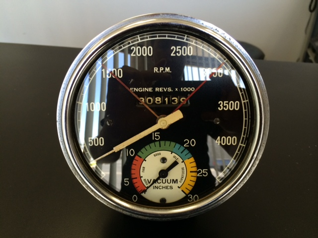 vintage stewart warner tach vacuum gauge the h a m b vintage stewart warner tach vacuum gauge combo 5 diameter electric drive spins ly face and lens is very nice bezel needs a good cleaning