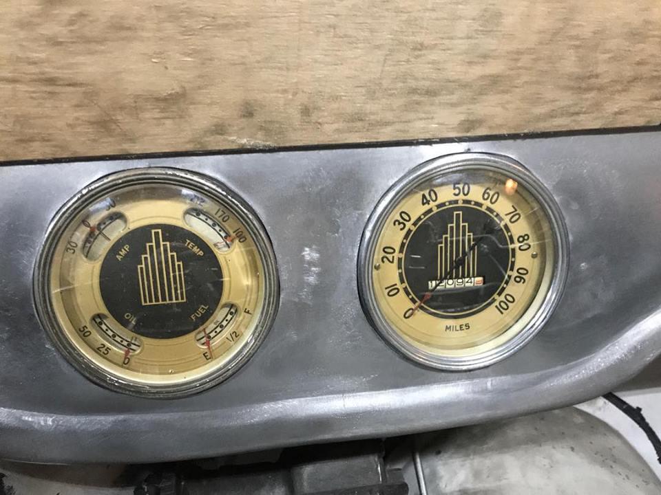 gauges3.jpg
