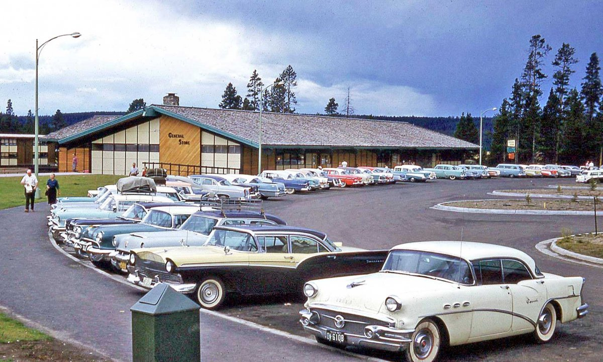 General-Store-Yellowstone-late-1950s.jpg