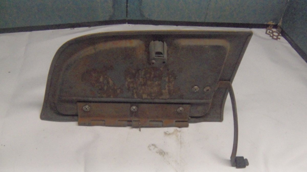Glovebox2.jpg