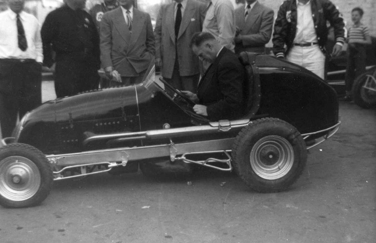 Golladay V8-60 Midget and Sac mayor.jpg