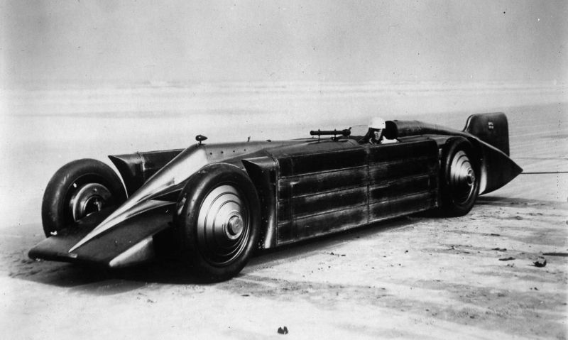 Henry Seagrave's GOLDEN ARROW - 1929 on Daytona Beach.jpg