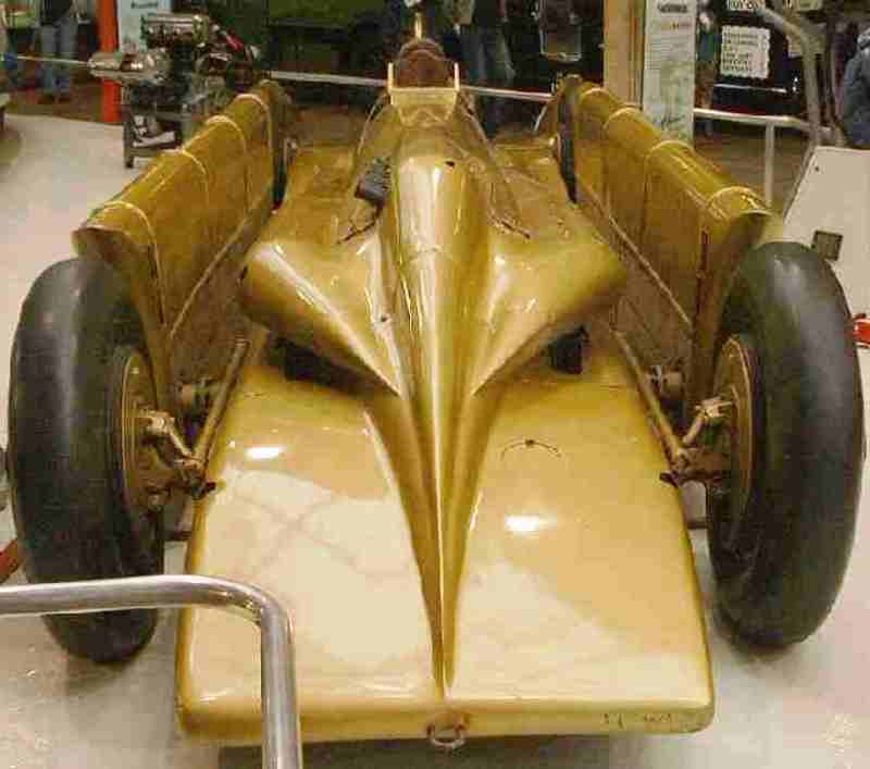 Henry Seagrave's GOLDEN ARROW (3).jpg