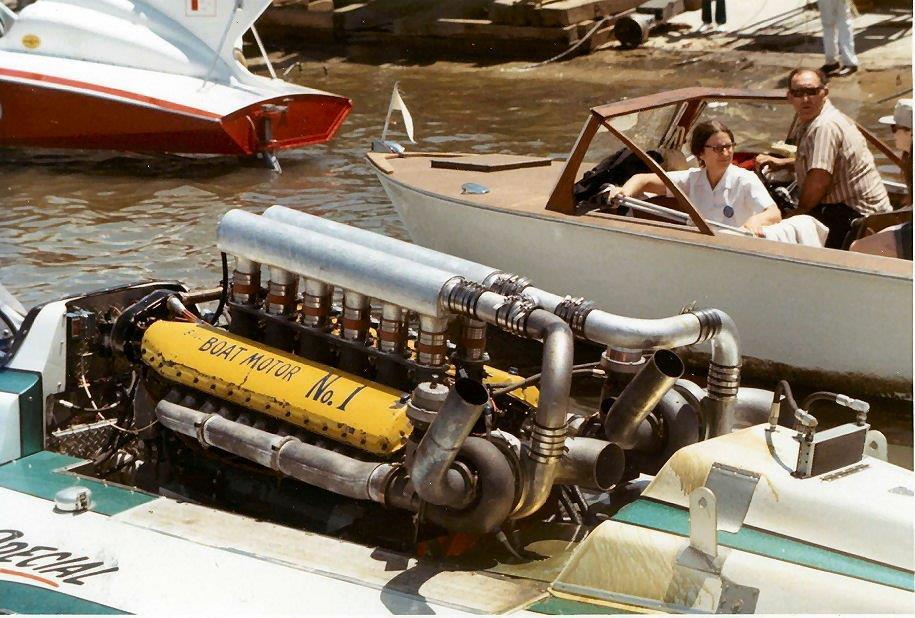 hk_boatmotor1_zps52694907.jpg