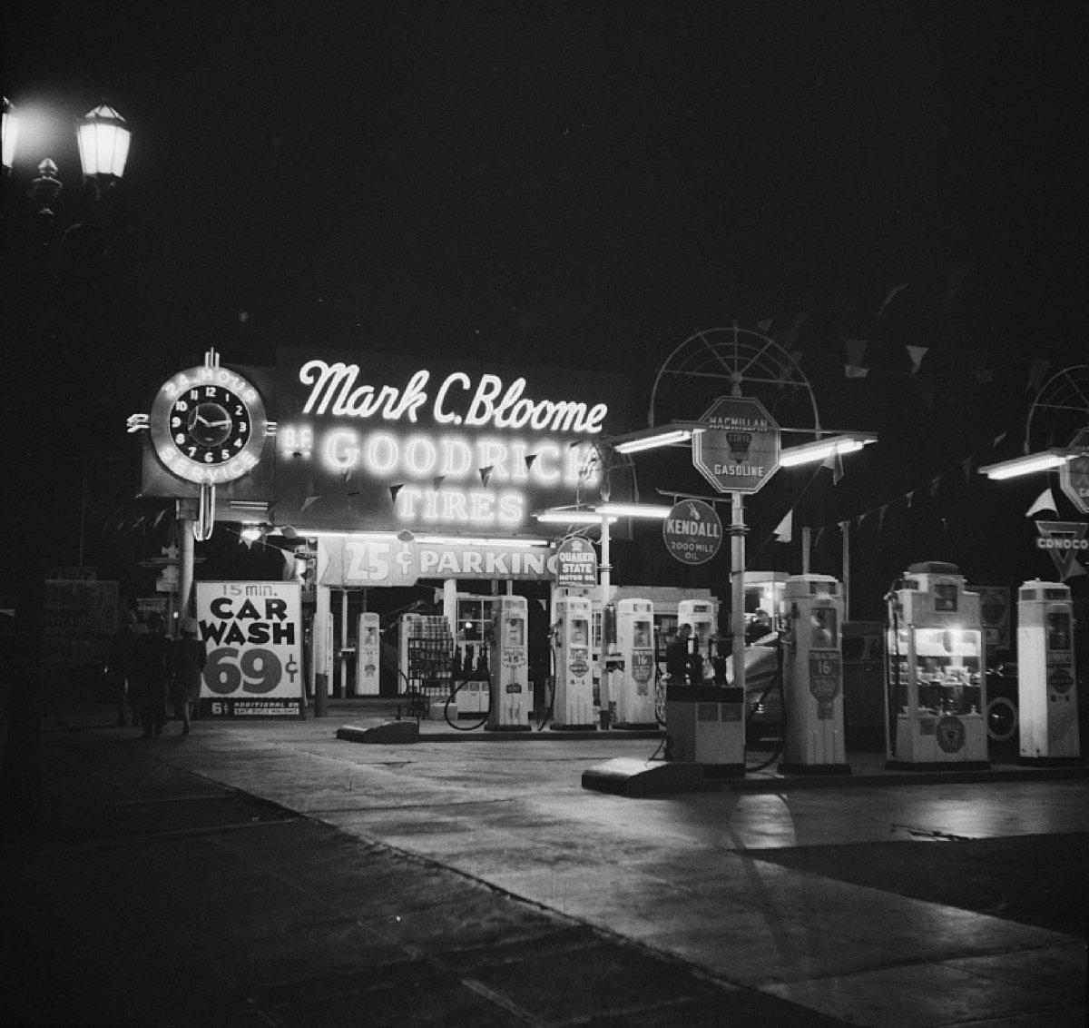 Hollywood Station, 1942-Web.jpg
