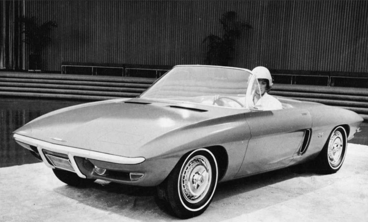 hot15 Early Midengine prototype designed by Larry Shinoda and Ron Hill.jpg
