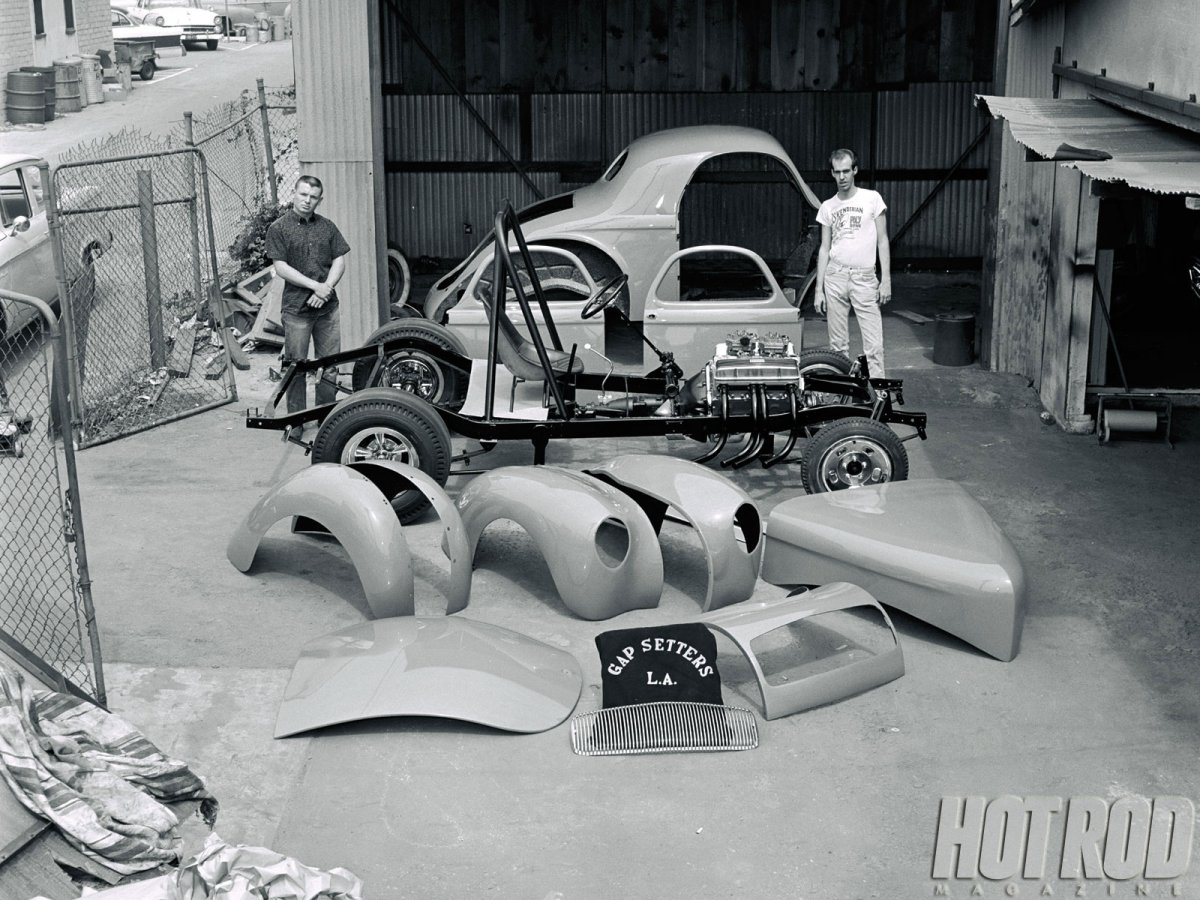 hrdp-1207-how-1960s-straight-axles-were-built-01b.jpg