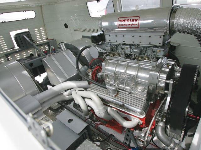 hrdp_0603_bus_11_z-1962_vw_bus-blown_355_engine.jpg
