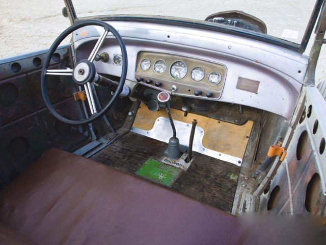 hrdp_1012_07_o+1929_model_a_roadster+auburn_dash.jpg