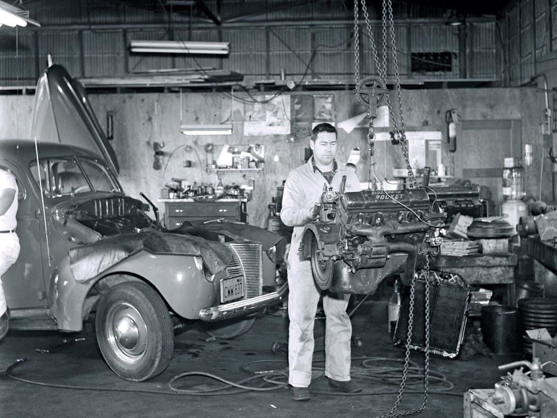 hrxs-1110w-vintage-garage-scenes-04.jpg