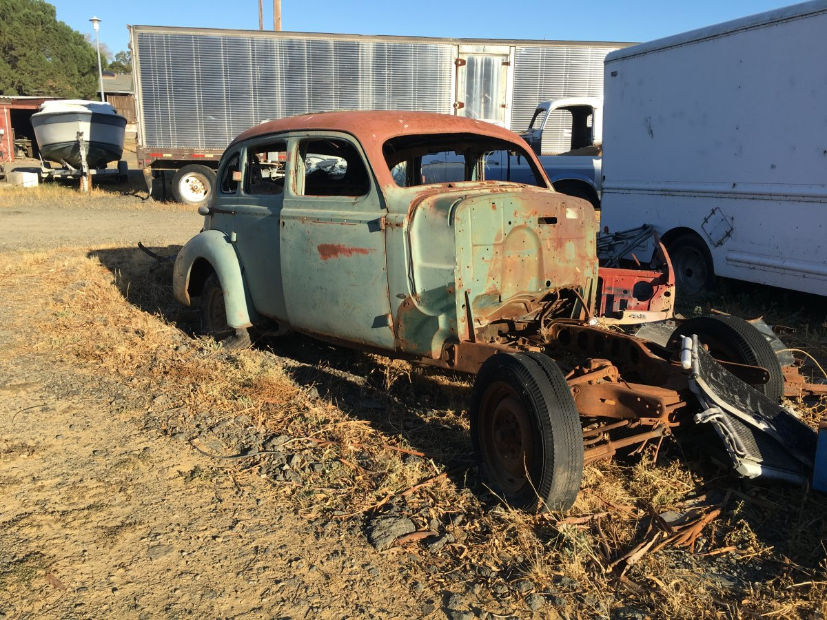 1938 Oldsmobile parts car, nice fenders | The H.A.M.B.