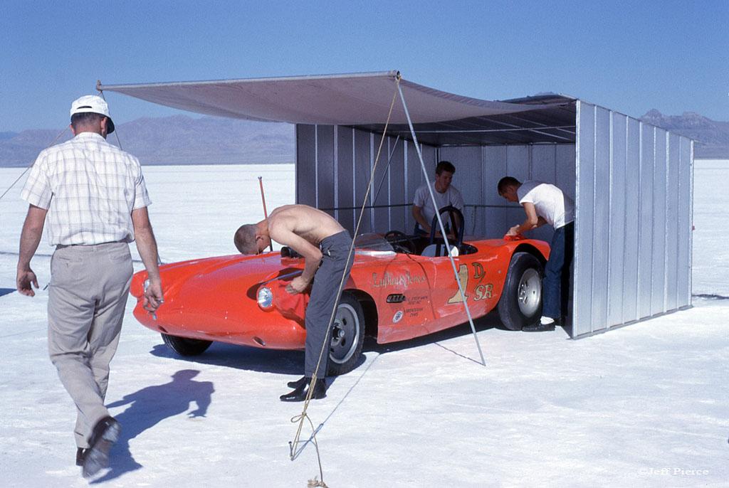 Jack Lufkin - Denny Jones 1963 Bonneville Salt Flats 08.jpg