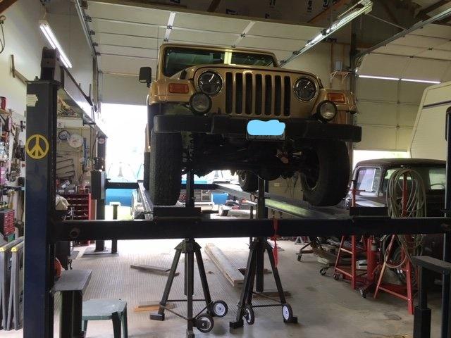 Jeep tj on stands 2_LI.jpg