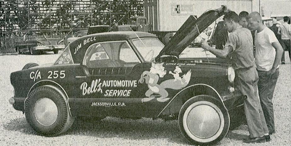 Jim-Bell-Nash-Metropolitan-1961-National-Championships-C-Altered-TomMargie-CCBYSA20-WheelsFI.jpg