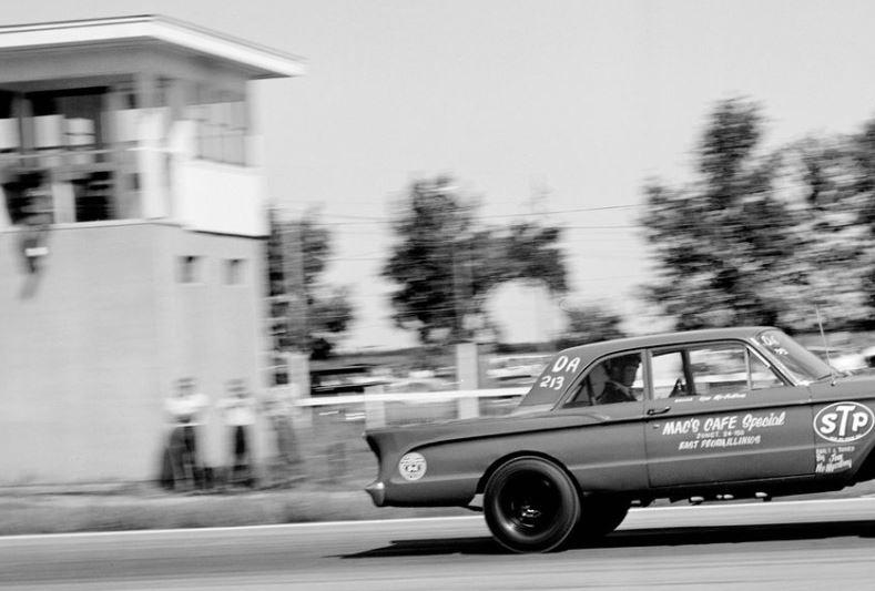 Jim & Oeda Mcmurtrey 1960 comet altered note driver in back seat.JPG