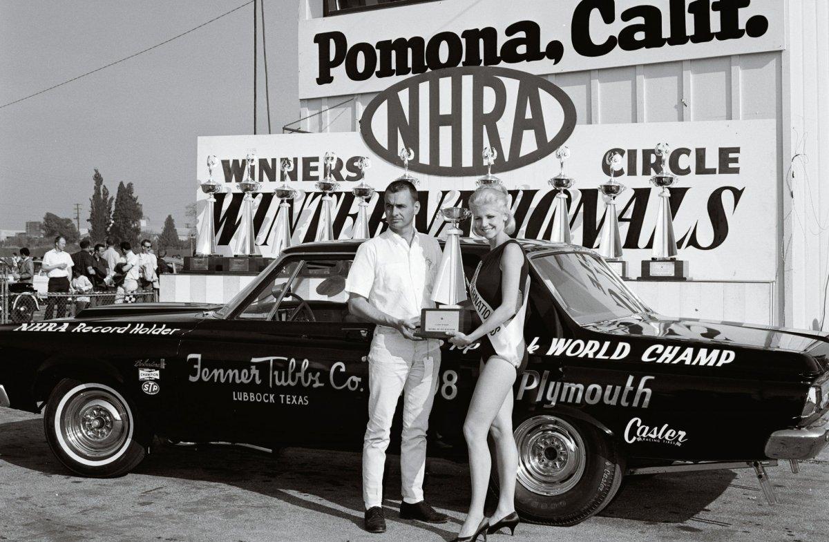 Joe-Smith-winners-circle-NHRA-winternationals-1966.jpg