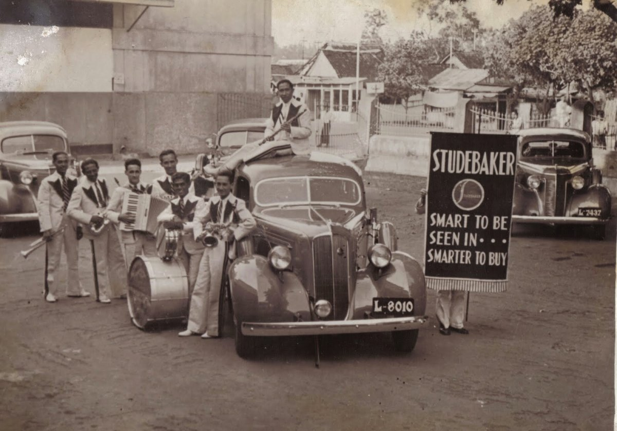 john Kiliaan Band at Studebaker Dealership.jpg