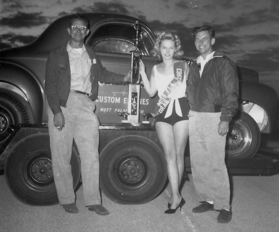 L-R-Ollie-Trophy-Girl-Bob-Dwyer-1963-960x800.jpg