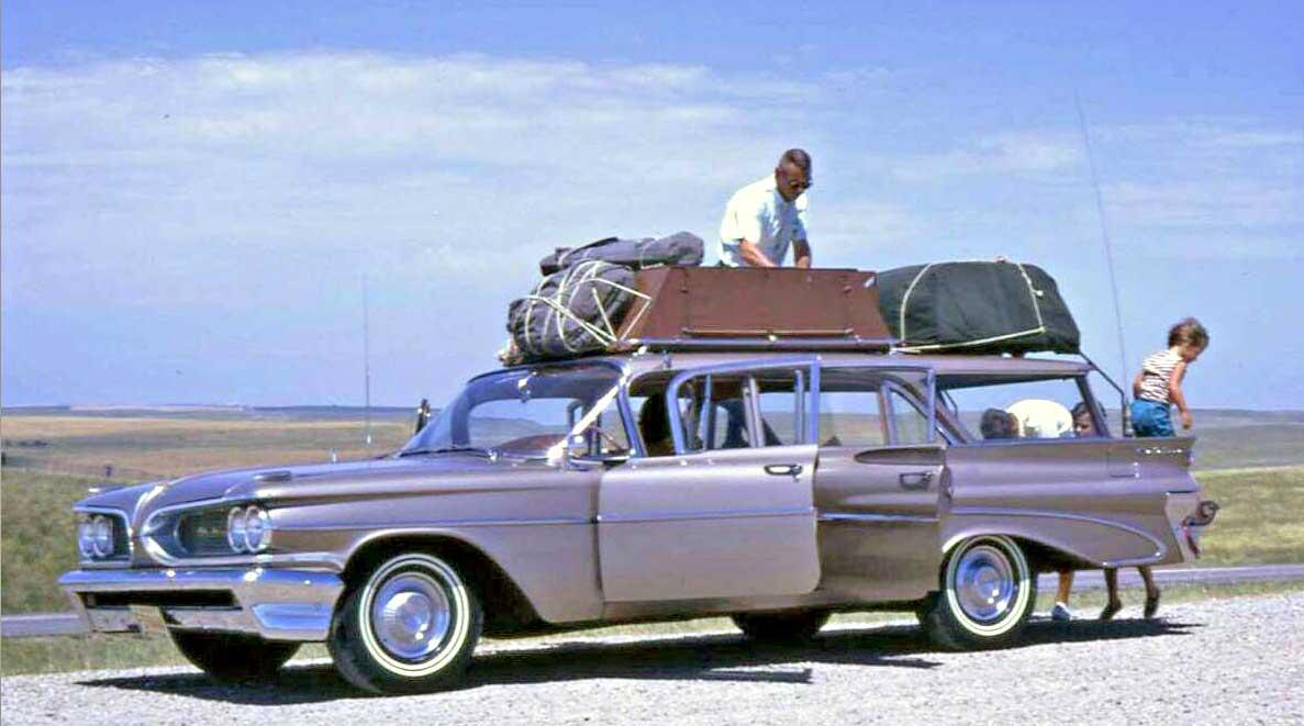Late-1950s-Pontiac-Station-Wagon.jpg
