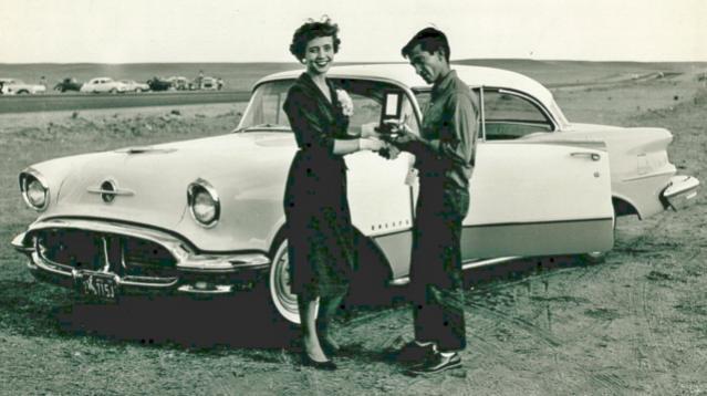 Lee_Fresquez_at_CTA_Dragway_circa_1959.jpg