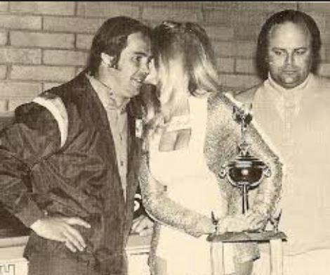 linda28 trophy.JPG