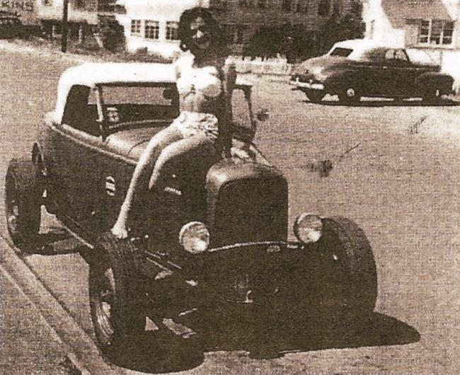 Lobello Roadster (with bathing beauty).JPG