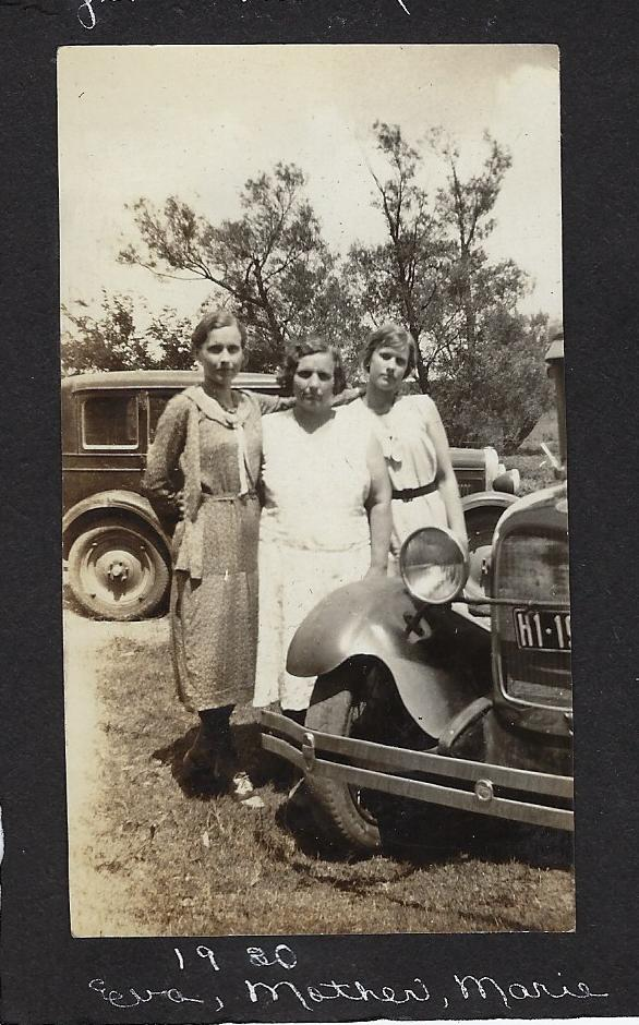 Marie-Lou-Eva-1930.jpg