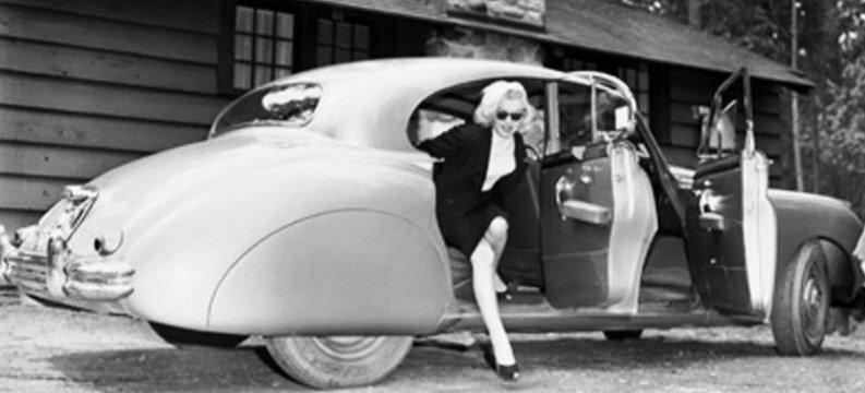 marilynmonroe2370 Banff Spring Hotel July 25 1953.jpg