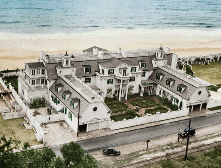 Marion-Daviess-Santa-Monica-beach-house-around-1930.jpg