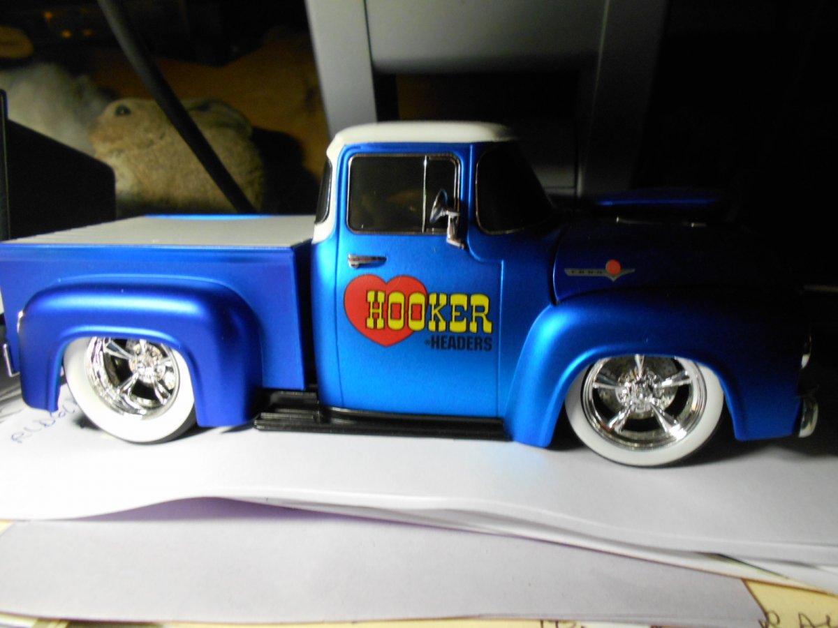 model hooker truck.jpg