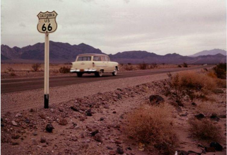mojave-desert-california-us-66-in-1956-joe-sonderman-collection.jpg