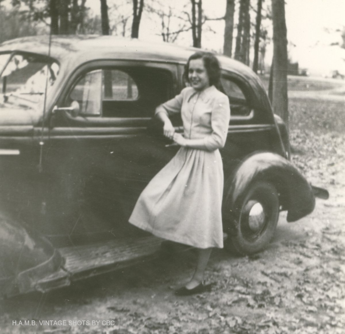Mom & her friend's '38 Nash Lafayette 3.jpg