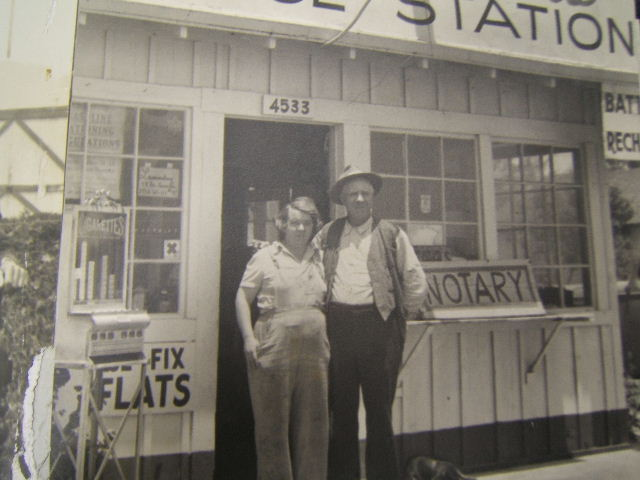 Mom\'s Uncle Roy gas station 1941.JPG