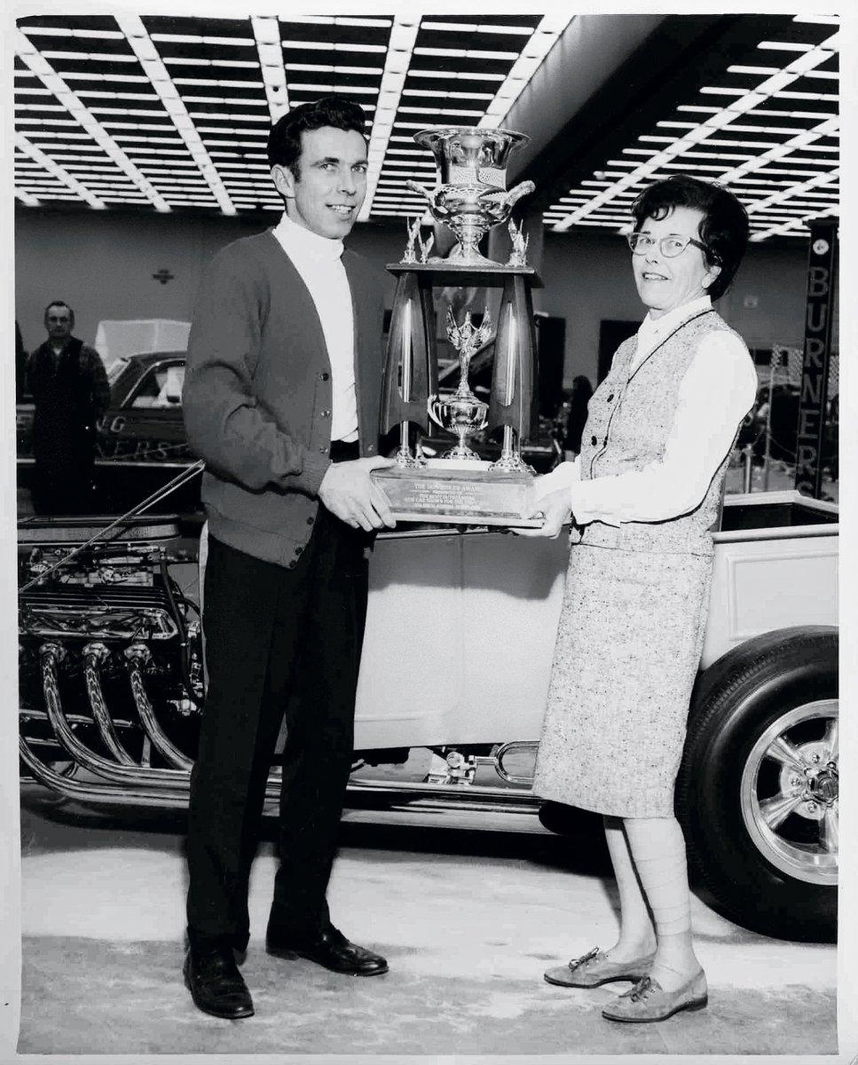 mrs-ridler-presenting-trophy Mrs. Rid.jpg