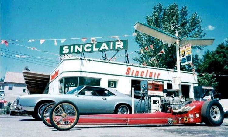 muldowney-dragster-at-sinclair-station-j
