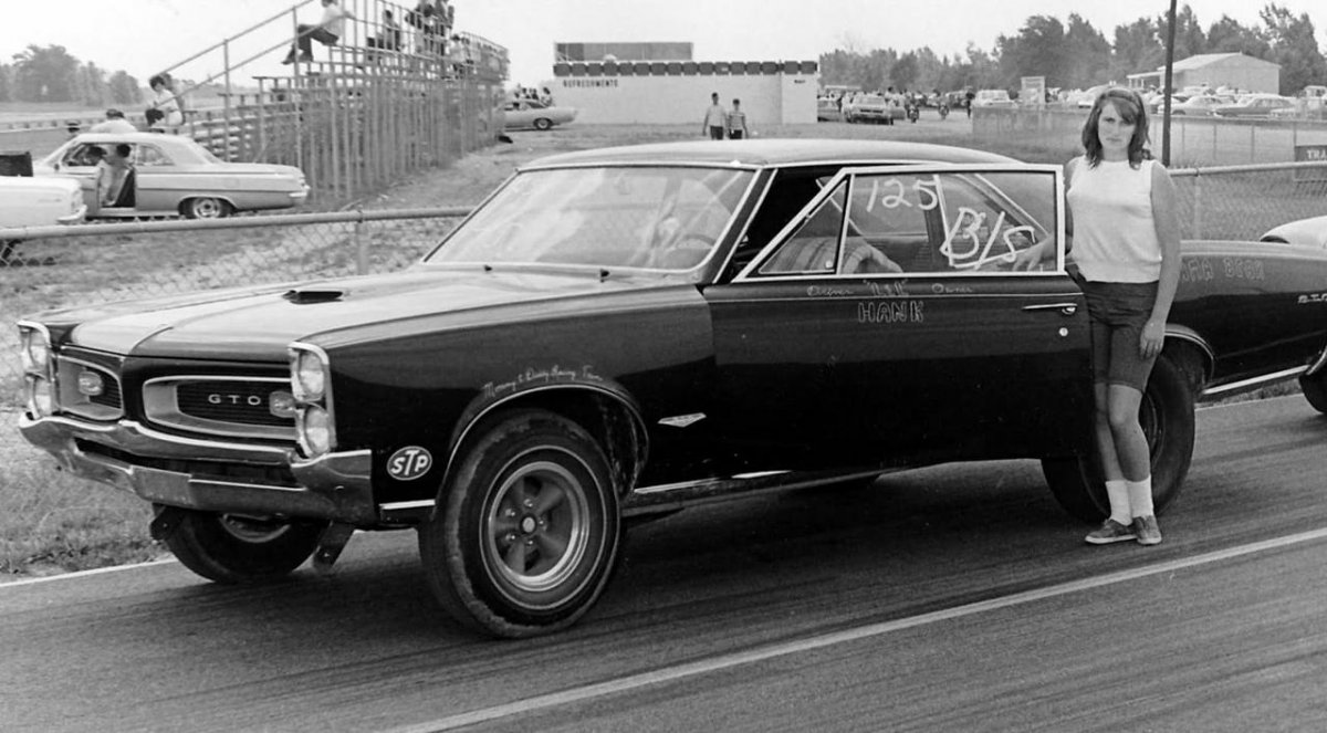 muscle cars1.jpg