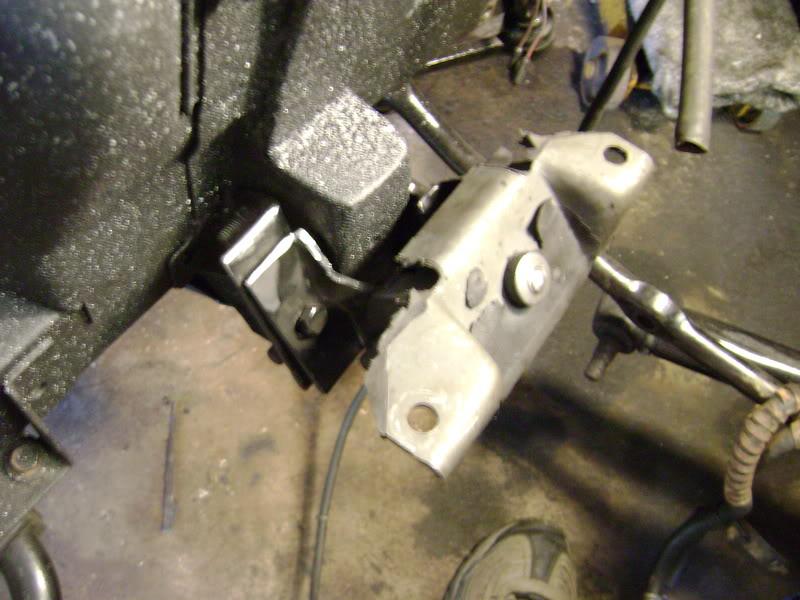 mustang motor mnts in falcon2.jpg