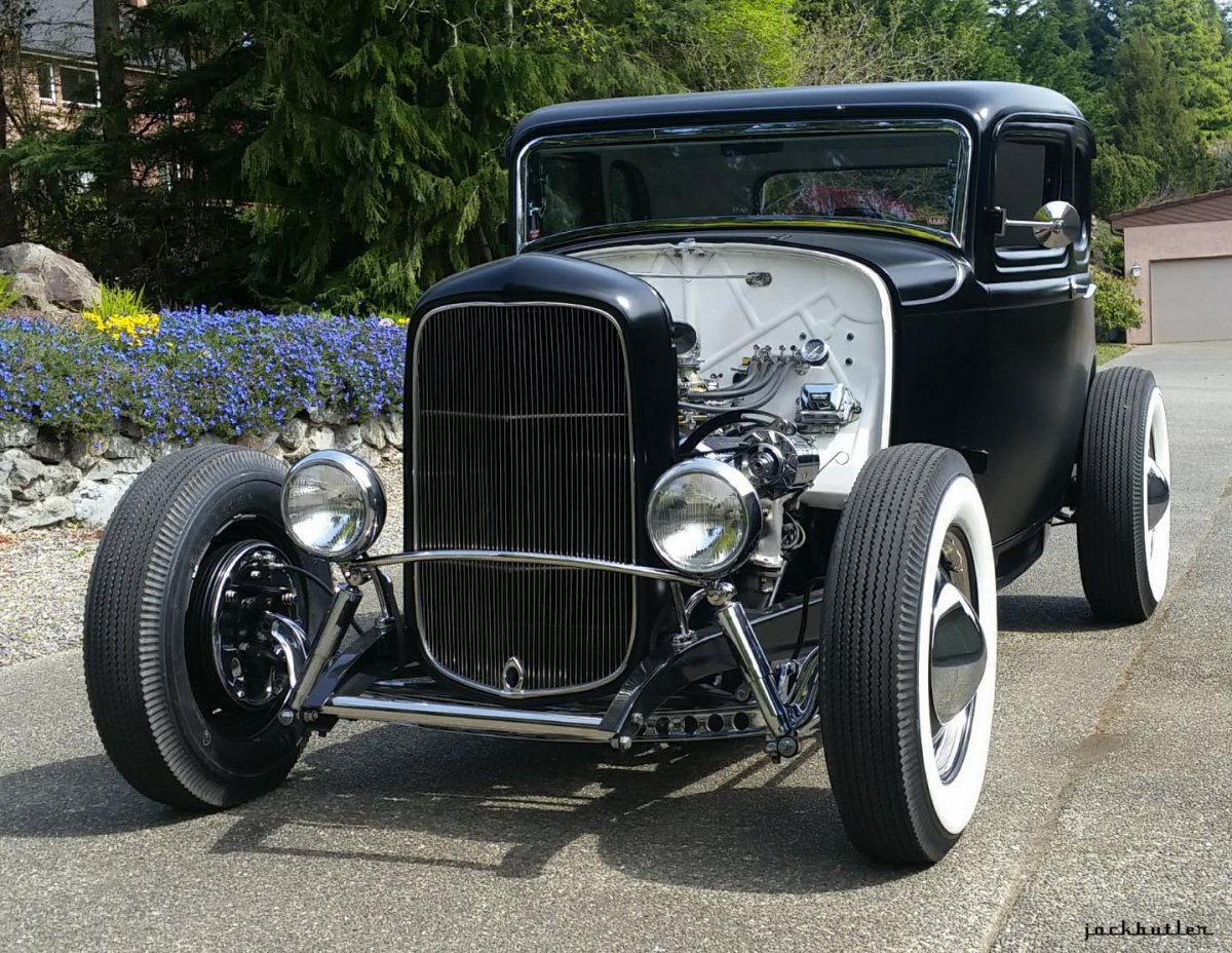 My '32 in front of house GH.jpg