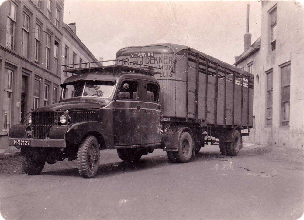 N-52122_den_Dekker_DUMP_GMC_1947.jpg