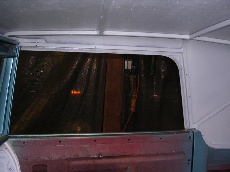no upper track on roof.jpg