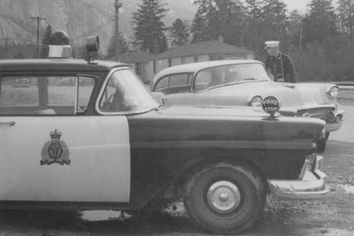 ntarioProvincialPolice1957Ford-th.jpg