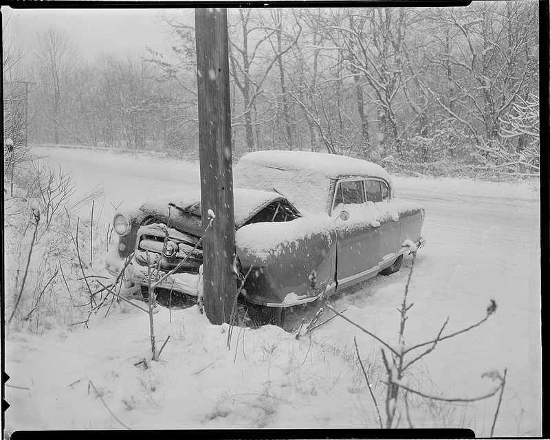 Old Photos of Car Accidents in The 1940's (12).jpg