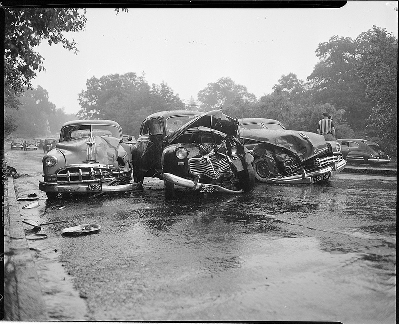Old Photos of Car Accidents in The 1940's (31).jpg