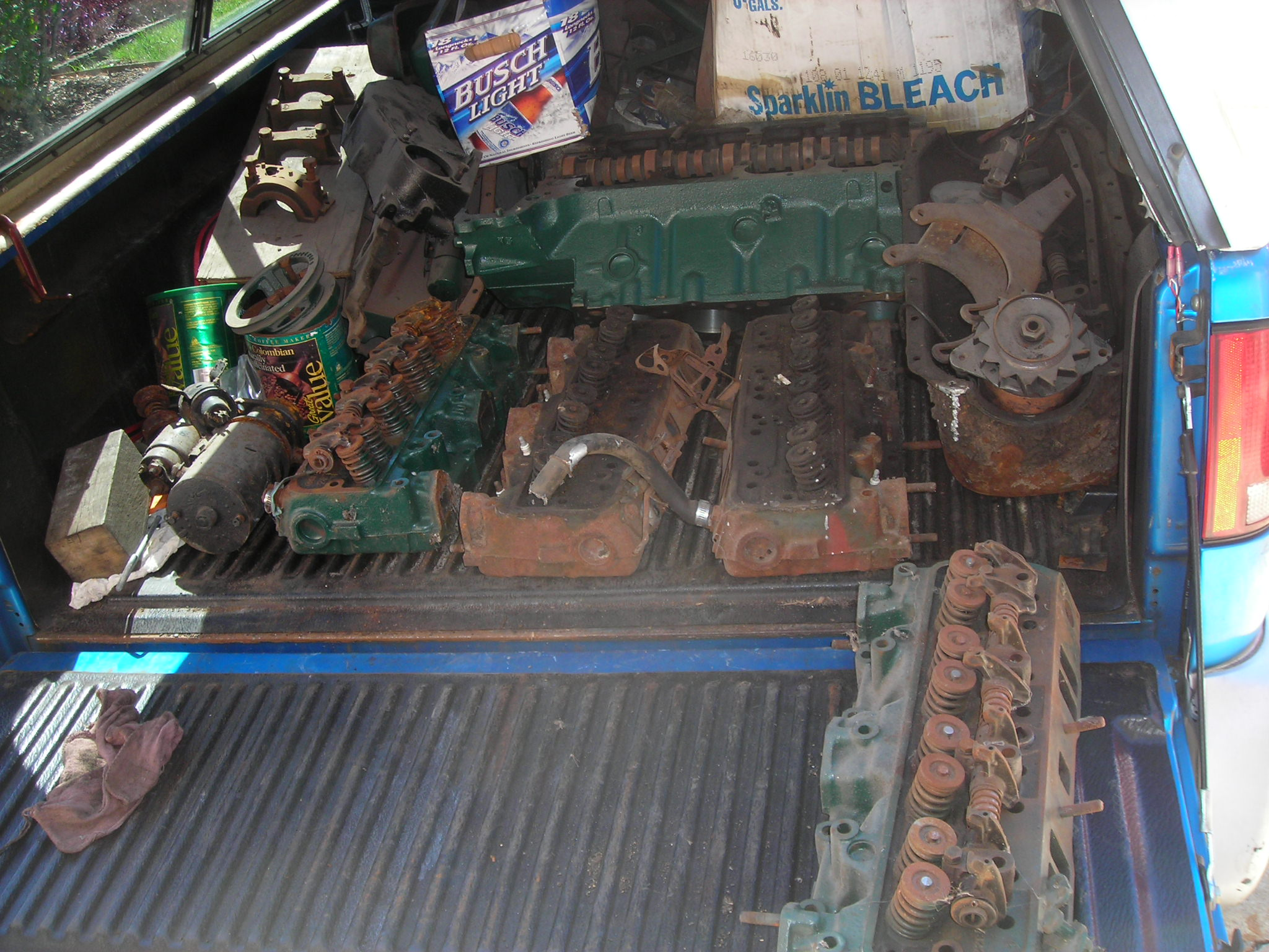 Olds 324 engine 002.JPG