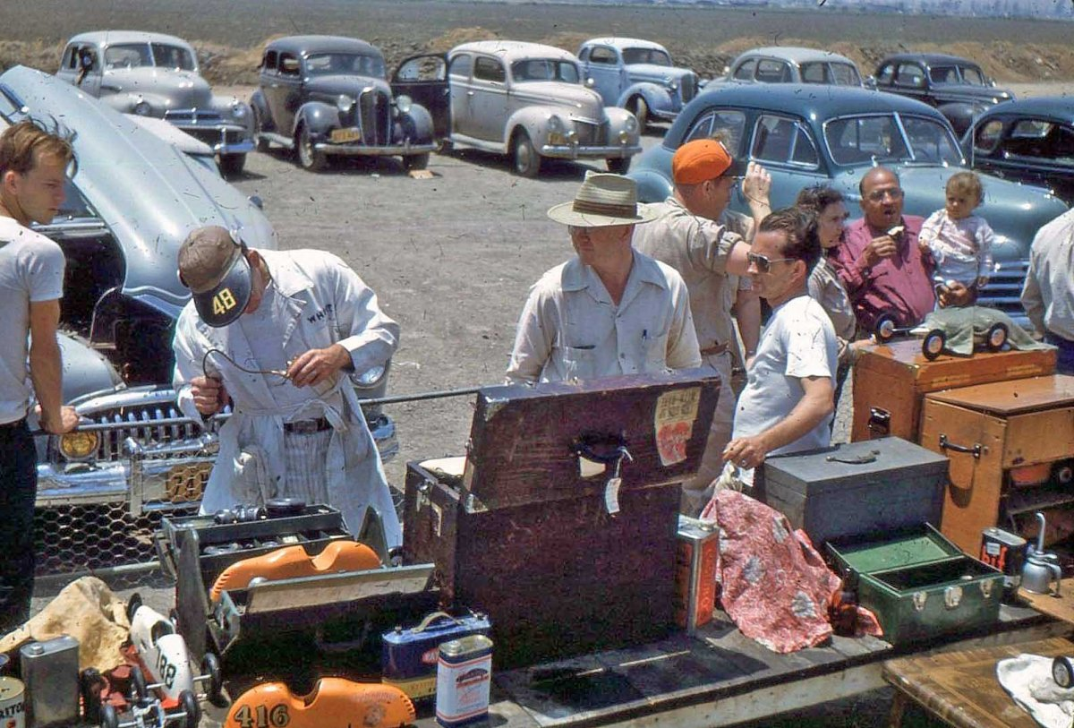 Operating-Model-Racing-Cars-1950-.jpg