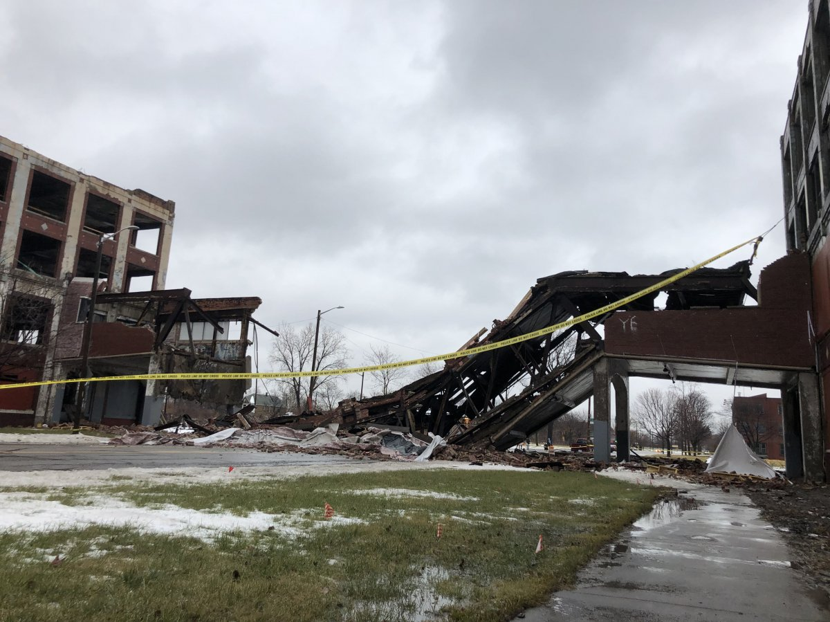 Packard Plant bridge collapse3_i.jpg