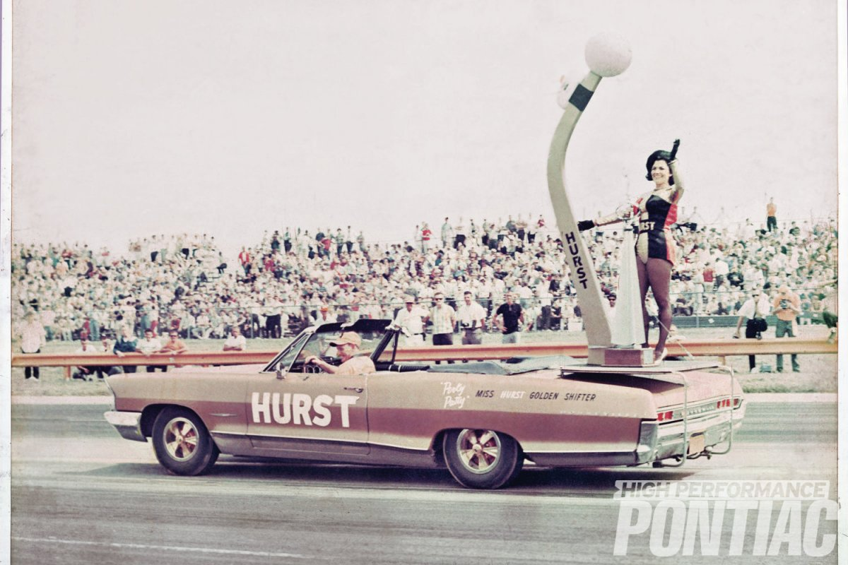 pat-stephens-hurst-outfit-atop-shifter-platfrom.jpg