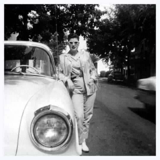 Patsy Cline with her new Oldsmobile, 1956.jpg